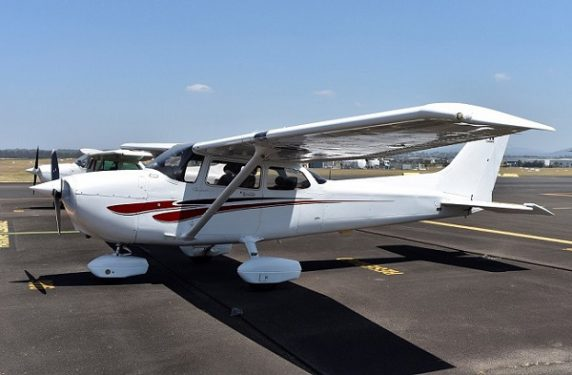 2000 Cessna 172R 160HP SKYHAWK CHARTER CATEGORY